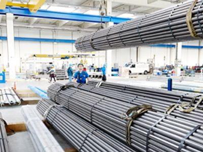 BENTELER Distribution usa moderne tecnologie di stoccaggio automatizzato e sistemi di imballaggio.
